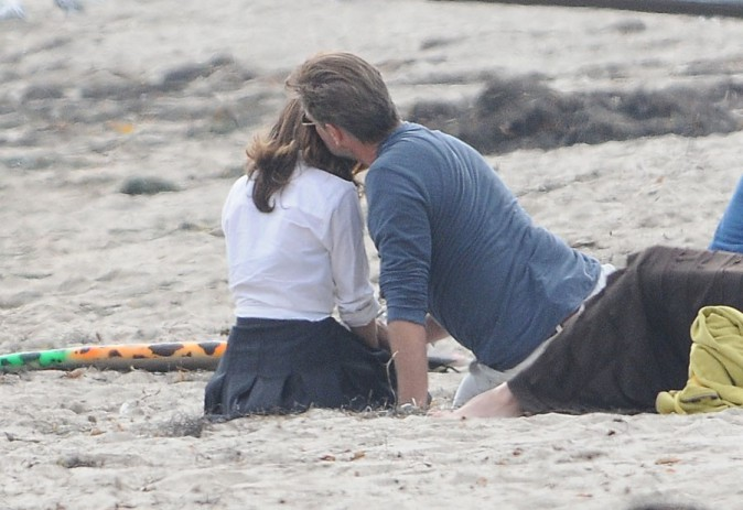 Salma Hayek et Pierce Brosnan sur le tournage d'How to make love like an englishman à Malibu le 23 octobre 2013