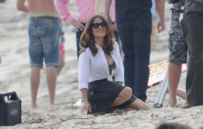Salma Hayek sur le tournage d'How to make love like an englishman à Malibu le 23 octobre 2013