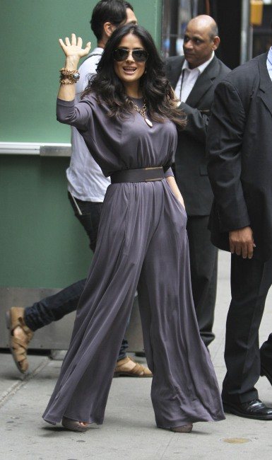Salma Hayek quitte le studios de Good Morning America à New York, le 11 juillet 2013.