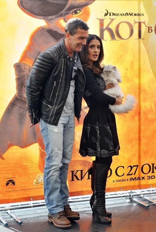 Antonio Banderas et Salma Hayek pour le photocall du Chat Potté à Moscou aujourd'hui !
