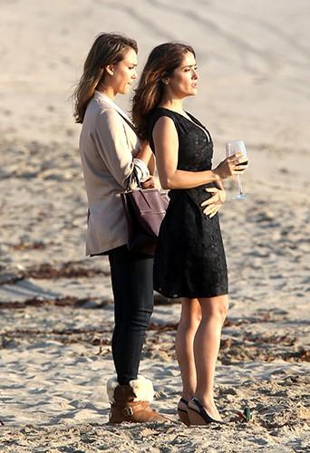 Jessica Alba et Salma Hayek à Malibu le 4 novembre 2013