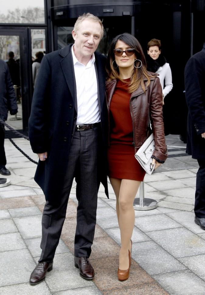 Salma Hayek et son mari François-Henri Pinault se rendant au défilé Balenciaga à Paris, le 1er mars 2012.