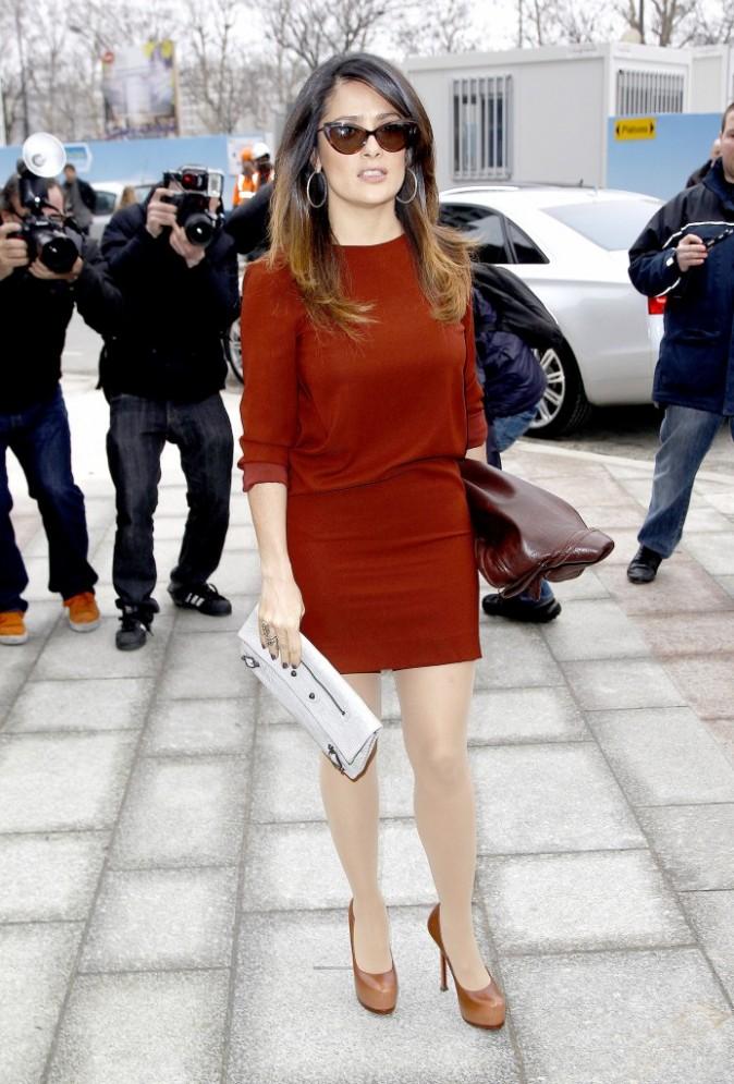 Salma Hayek se rendant au défilé Balenciaga à Paris, le 1er mars 2012.