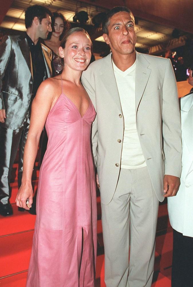 Samy Naceri monte les marches du Festival de Cannes, en 2000