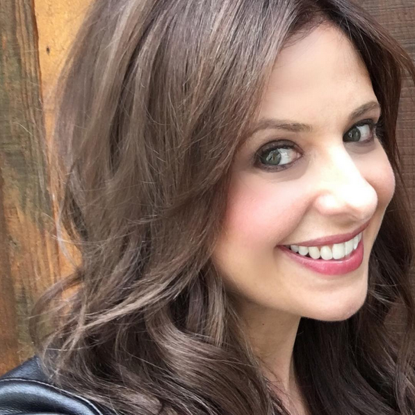 Photos : Sarah Michelle Gellar redevient brune pour la suite de Sexe Intentions !