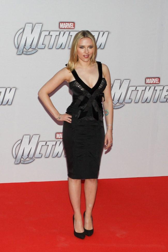 Sa petite robe noire lui va à merveille !