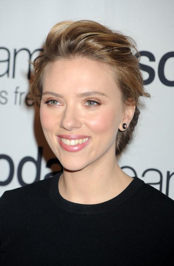 Scarlett Johansson à la conférence de presse SodaStream organisée à New-York le 10 janvier 2014