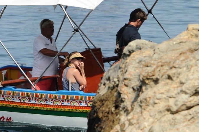 Scarlett Johansson se la joue mode farniente en Sicile le 9 juillet 2012