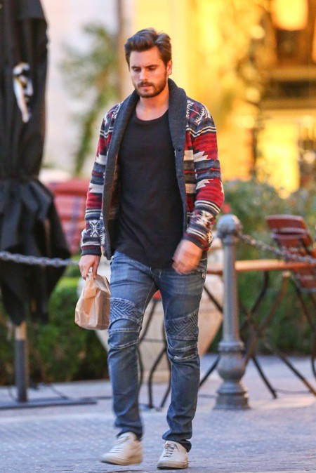 Photos : Scott Disick : fini le tie and dye, le chéri de Kourtney se met (enfin) à la page !