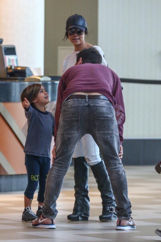 Kourtney Kardashian et Scott Disick avec leur fils Mason à Hollywood le 8 février 2014