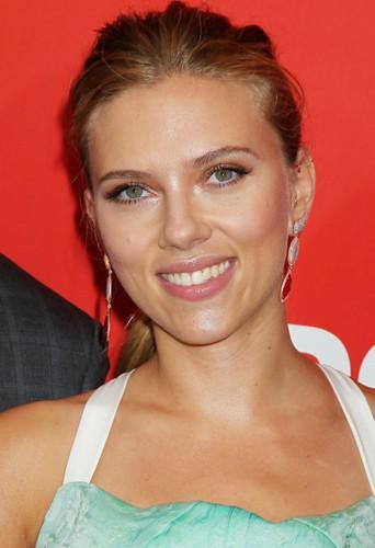 En 2011, Scarlett Johansson et lui auraient eu une liaison !
