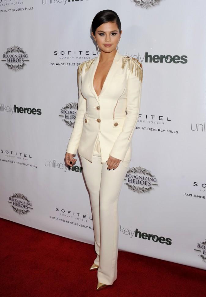 Photos : Selena Gomez : bien décidée à oublier Justin Bieber, elle sort le méga décolleté !