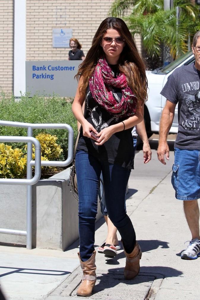Selena Gomez en virée familiale à Sherman Oaks, le 24 juillet 2012.
