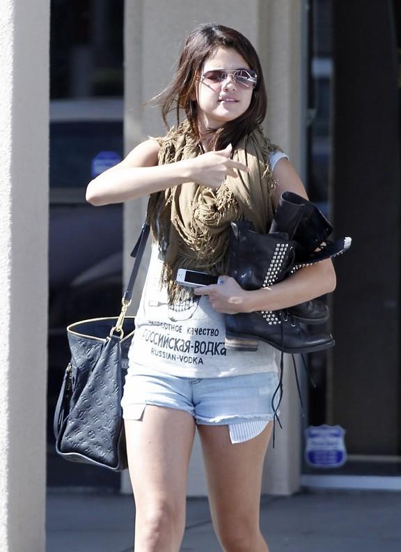 Selena Gomez dans la banlieue de Los Angeles le 20 août 2012