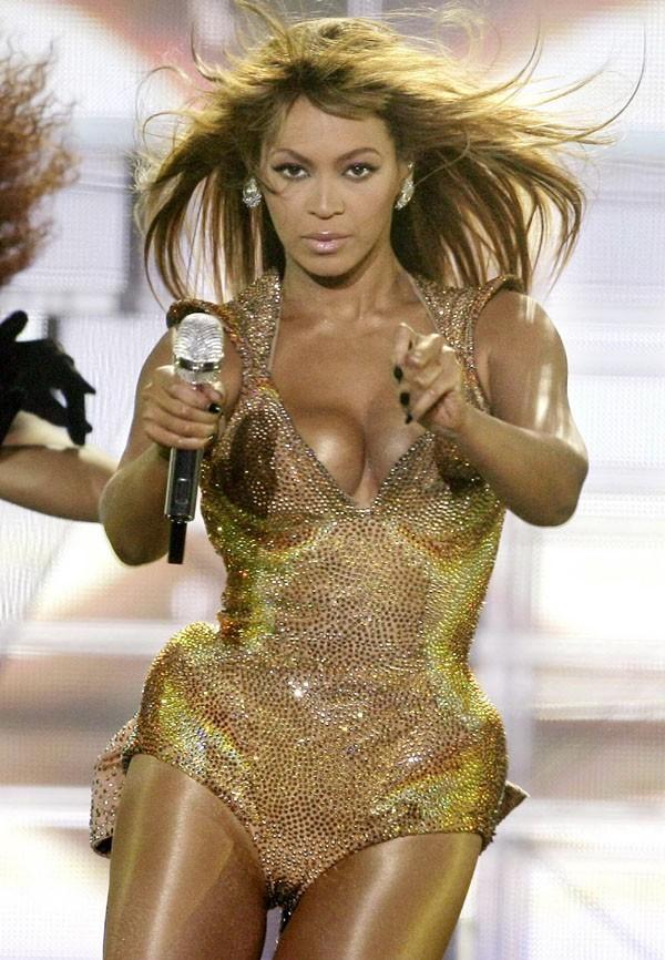 Sa tenue ressemble à celle de Beyoncé, non ?