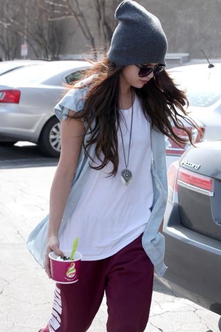 Selena Gomez le 5 mars 2013 à Encino, en Californie