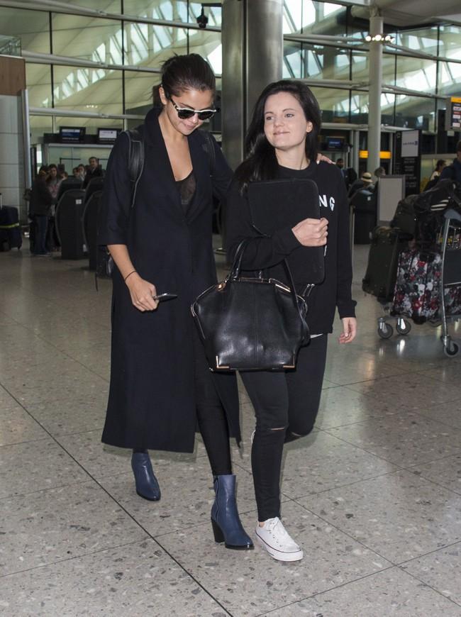Selena Gomez à l'aérpport de Londres le 28 juillet 2015