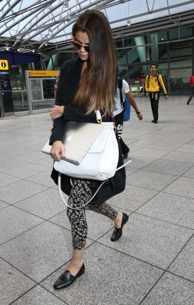 Selena Gomez à l'aéroport Heathrow de Londres le 21 mai 2013