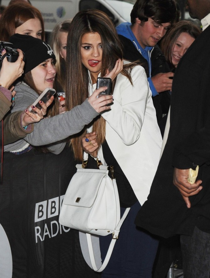 Selena Gomez à son arrivée devant les studios de Radio One à Londres le 22 mai 2013