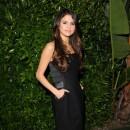 En robe de soirée toute simple, elle fait beaucoup plus mature !