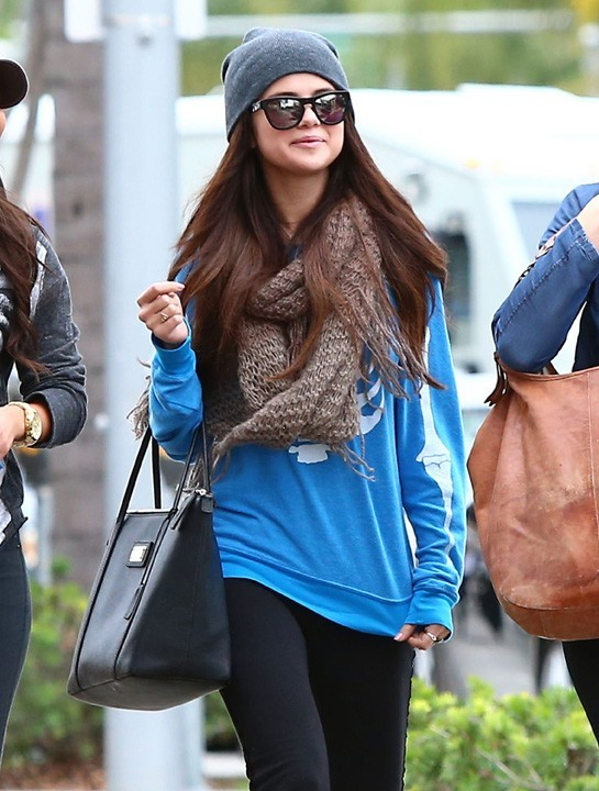 Selena Gomez en virée shopping à Beverly Hills le 24 janvier 2013
