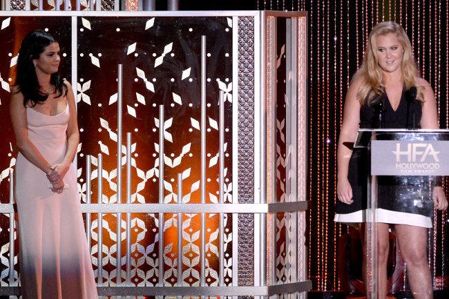 Selena Gomez et Amy Schumer à la cérémonie des Hollywood Film Awards le 1er novembre 2015