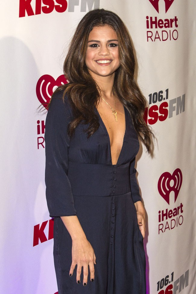 Selena Gomez sur le red carpet du KISS FM Jingle Ball 2013 organisé à Dallas le 2 décembre 2013