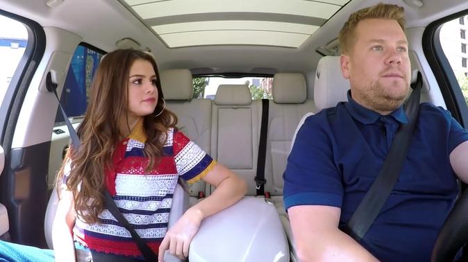 """Photos : Selena Gomez très gênée dans le """"Carpool Karaoke"""" de James Corden !"""