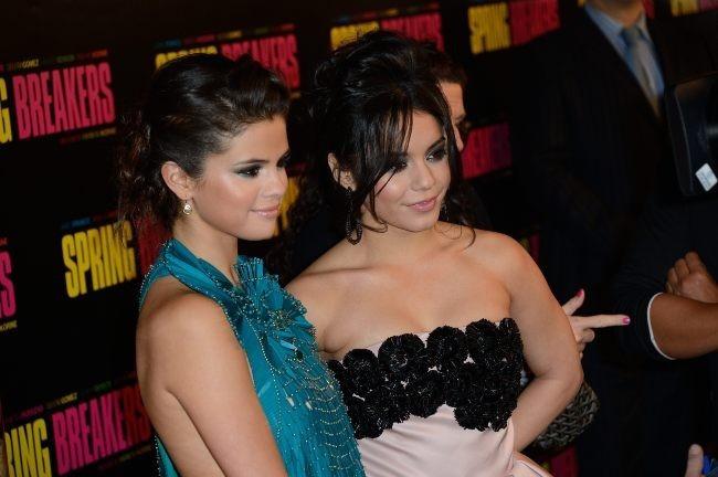 Vanessa Hudgens et Selena Gomez le 18 février 2013 à Paris