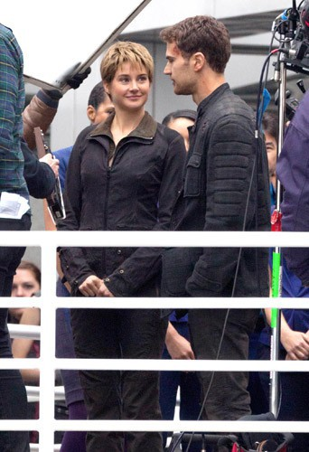 Photos : Shailene Woodley : elle n'a d'yeux que pour Theo James sur le tournage de Divergente 2 !