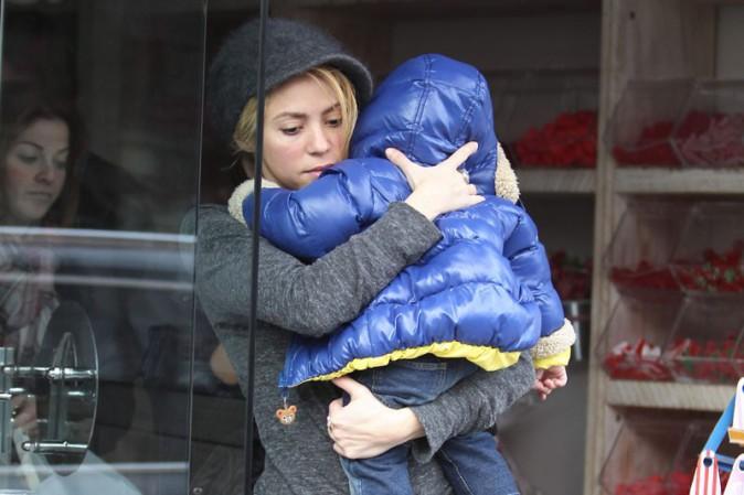Shakira avec son fils Milan à Barcelone le 16 janvier 2014