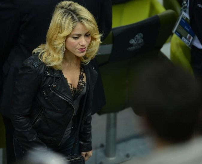 Shakira arrive au match Espagne-Irlande hier ...