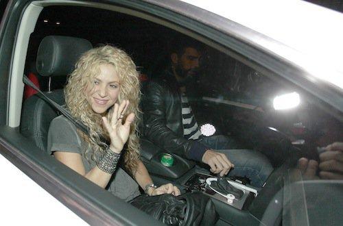 Photos : Shakira souriante, elle embarque Gérard Piqué dans ses projets !