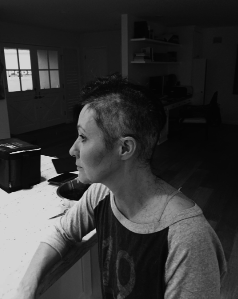 Shannen Doherty atteinte d'un cancer, elle se rase la tête