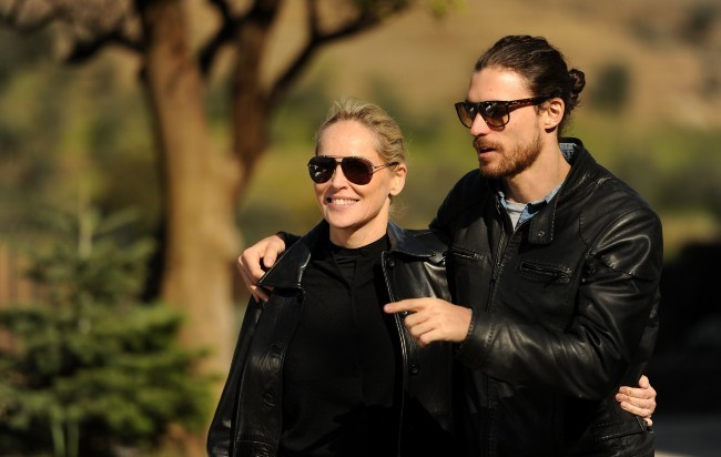 Sharon Stone et son toy boy en vacances
