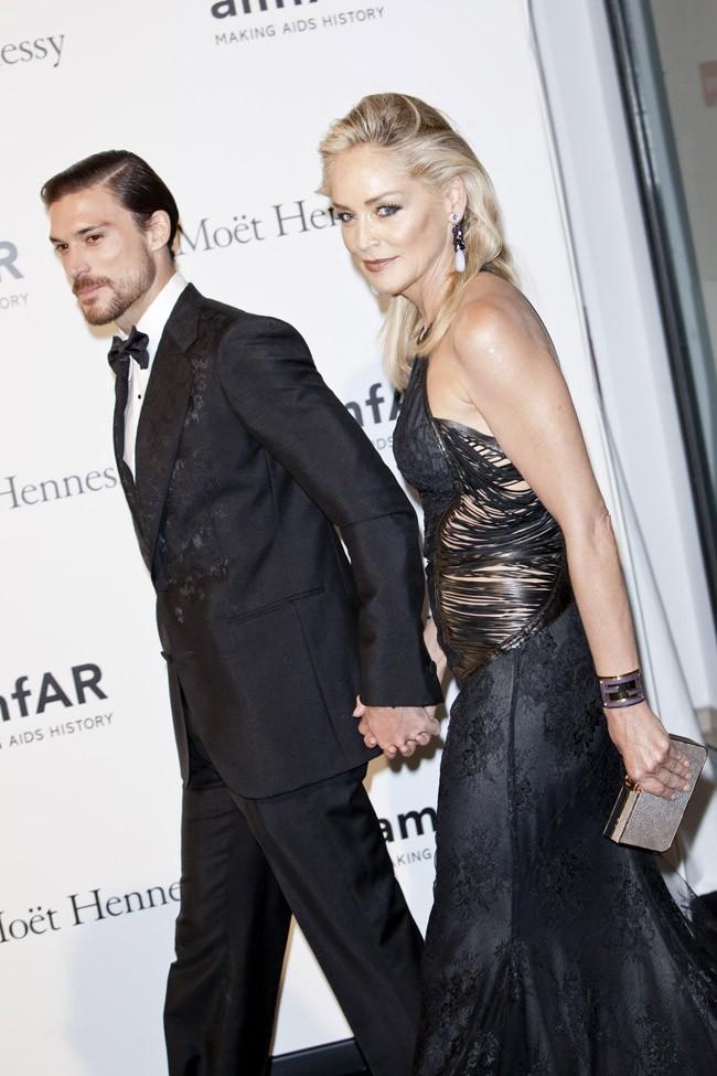 Sharon Stone et son boyfriend au gala de l'AmfAR le 22 septembre 2012 à Milan