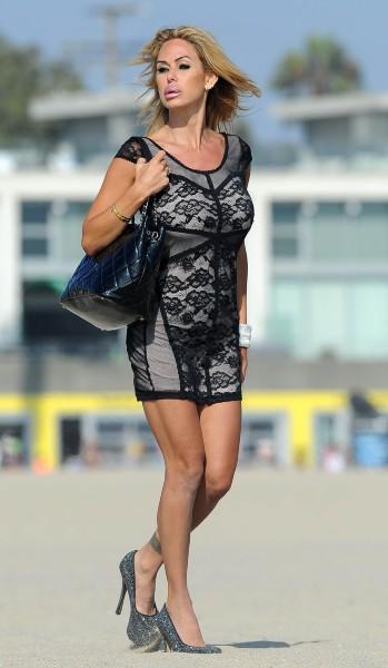 """Shauna Sand sur le tournage de """"Hollywood Girls 3"""" à Los Angeles, le 13 août 2013."""