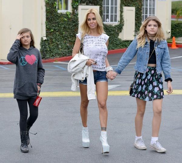 Shauna Sand avec ses filles à Los Angeles le 2 février 2013