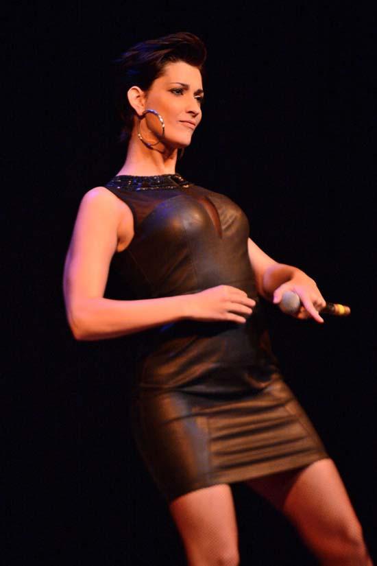 """Sheryfa Luna au gala """"Faire Face"""" à Avignon le 12 octobre 2013"""