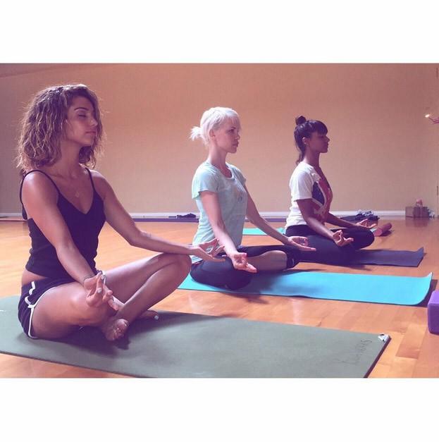 Tal, Aria Crescendo et Shy'm en pleine méditation