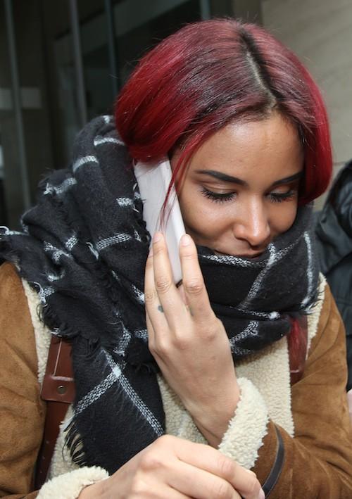 Photos : Shy'm : un bouton disgracieux et elle esquive ses fans !