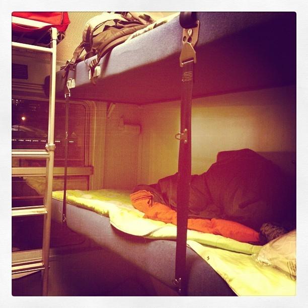Shy'm a voyagé en train couchettes !