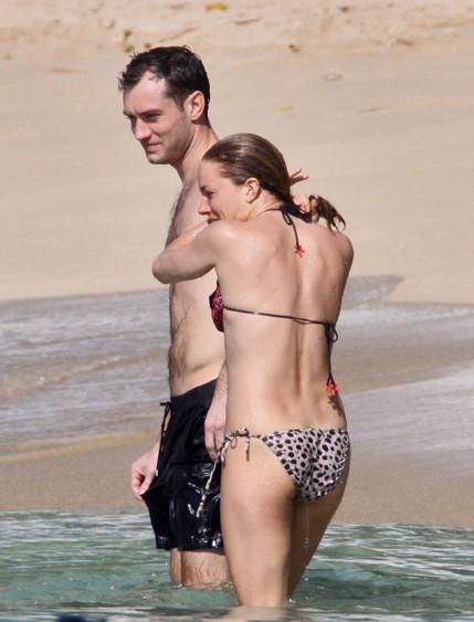 Sienna Miller et Jude Law en vacances à la Barbade, le 27 décembre 2009.