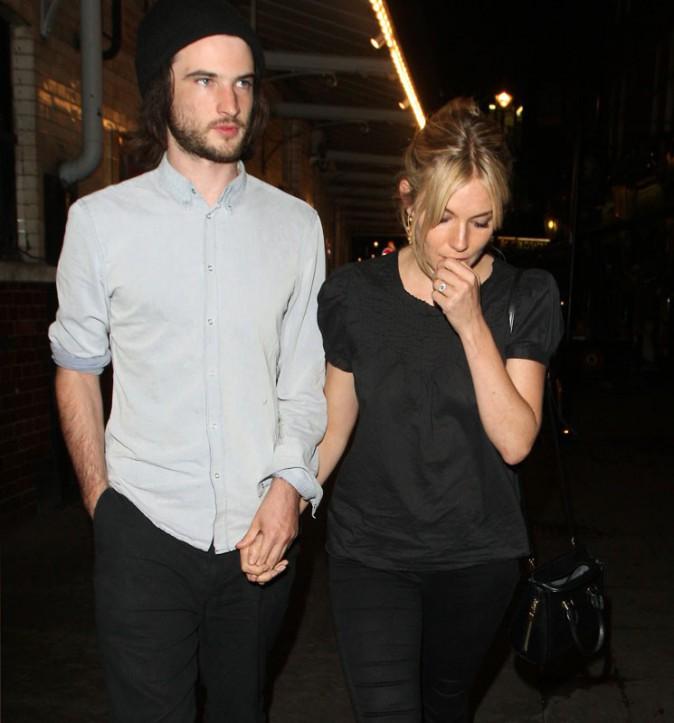 Sienna Miller et Tom Sturridge en virée romantique à Londres