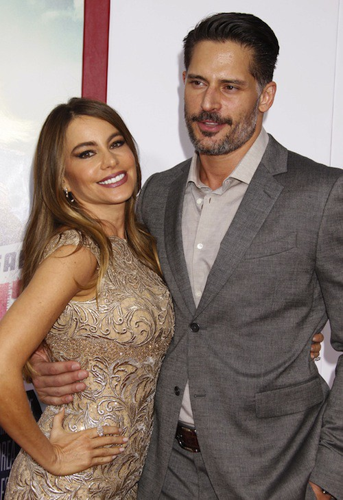 Photos : Sofia Vergara amoureuse et surexcitée face à Joe Manganiello et Reese Witherspoon !