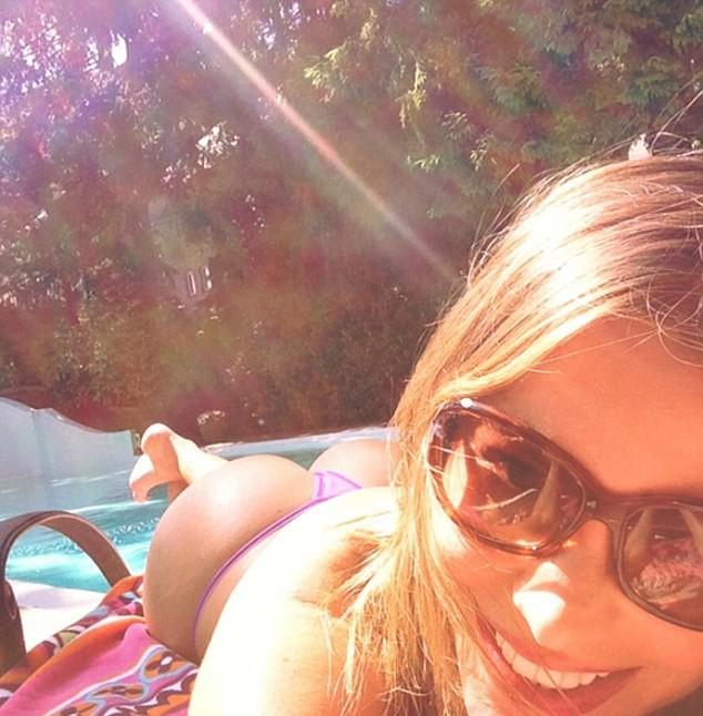 Sofia Vergara dans son itsi bitsi tout petit bikini !
