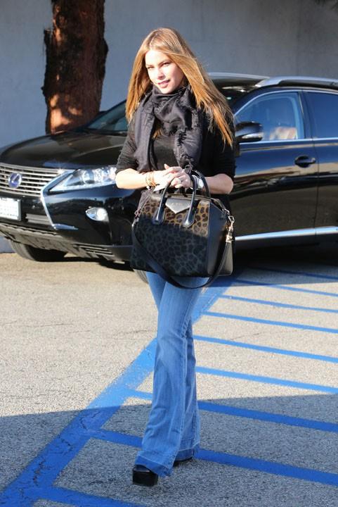Sofia Vergara dans les rues de Beverly Hills le 12 décembre 2013