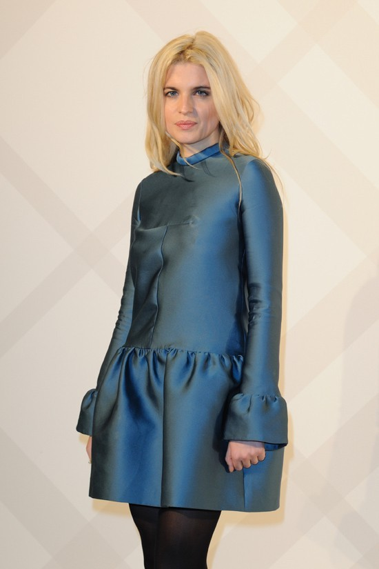 Cecile Cassel, flamboyante en bleu !