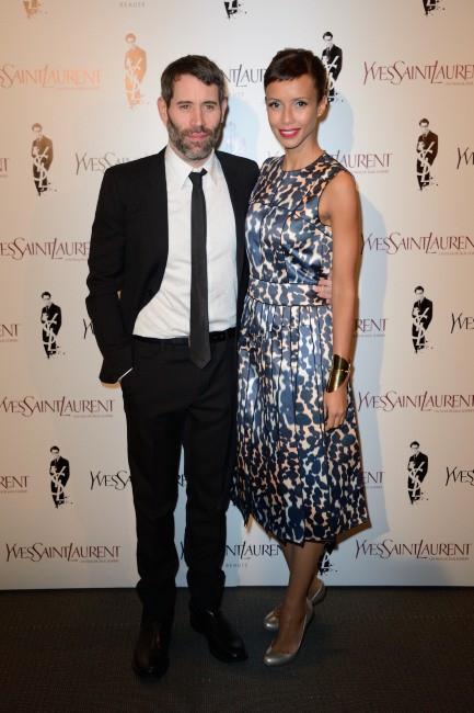 """Sonia Rolland et Jalil Lespert lors de la première du film """"Yves Saint Laurent"""" à Paris, le 19 décembre 2013."""