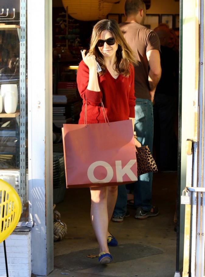 Sophia Bush en sortie shopping à Los Angeles le 23 novembre 2012